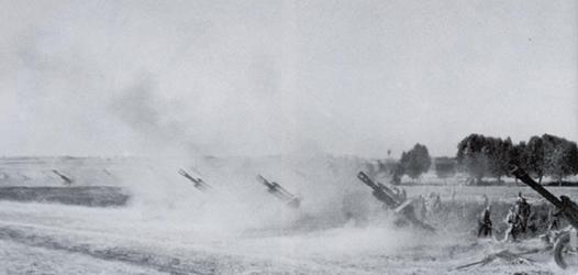 руски 152мм гаубици обстрелват немските позиции при Сталинград